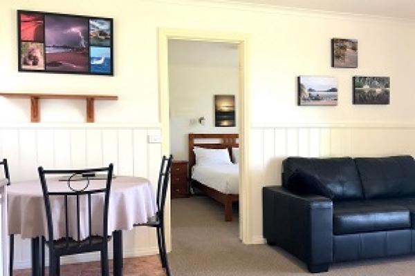 cabin-1-living-to-bedroom-297x223px2A902FED-E86C-7D76-E59F-6C00B6F14FF4.jpg
