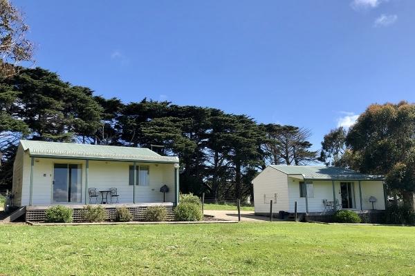 one-bedroom-cabins-exterior-1200px4501D879-0EC2-F9B6-8362-983B6B84EADC.jpg