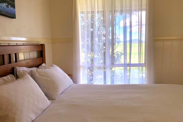 c3-bed-window97BFCCB1-606F-EACB-7CDC-B907F75A56E4.jpg