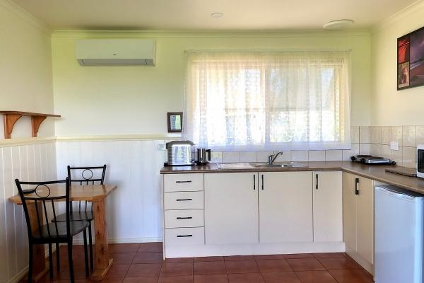 c3-kitchen-dining-1200px99B0DE0A-AE44-859F-7B01-BFA19753F0C5.jpg