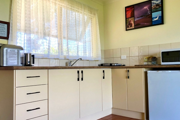c3-kitchen-low-1200px4ED77046-C049-0569-441E-E4B3B5855047.jpg