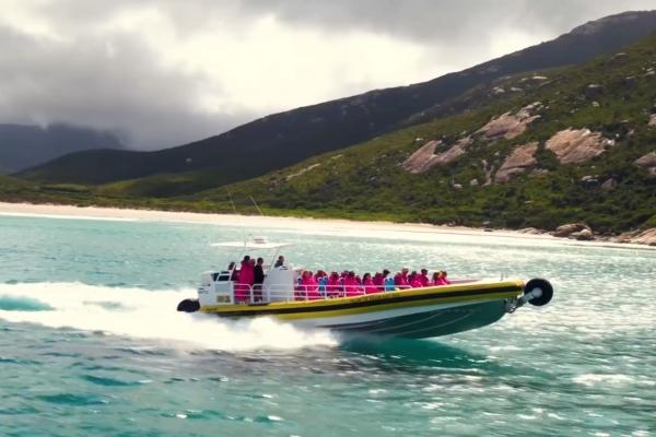 pennicott-prom-boat-in-waterF587F1DF-A5CC-85B7-CB80-2128EE6C3FEE.jpg